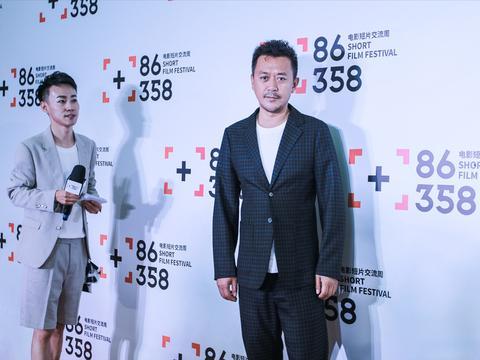王学兵任86358电影短片周评委 与青年创作者共交流