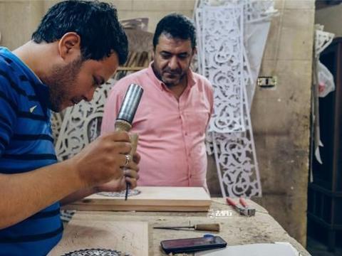 开明的埃及老手艺人:行情不好越坚持创新,别人倒闭他赚钱