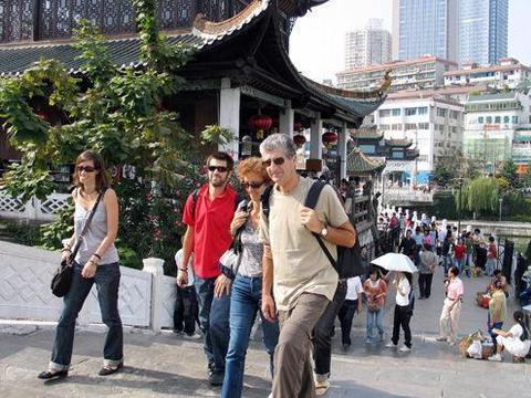 迪拜土豪来中国旅游,品尝了中国小龙虾,结账时却愣住了!