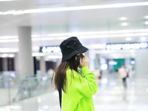 Angelababy青苹果造型现身机场