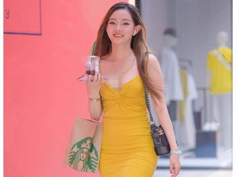 成熟御姐黄色吊带裙展现性感上围,丰润的双腿真的很吸睛