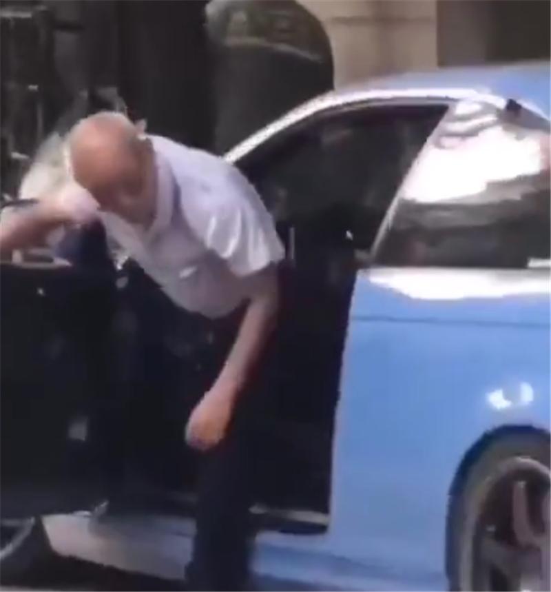 70岁大爷开宝马M3现街头,车价110万,马力420匹,4.6秒破百
