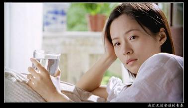 35岁江一燕秋日写真好少女!笑容比阳光还温暖,白套装气质绝了