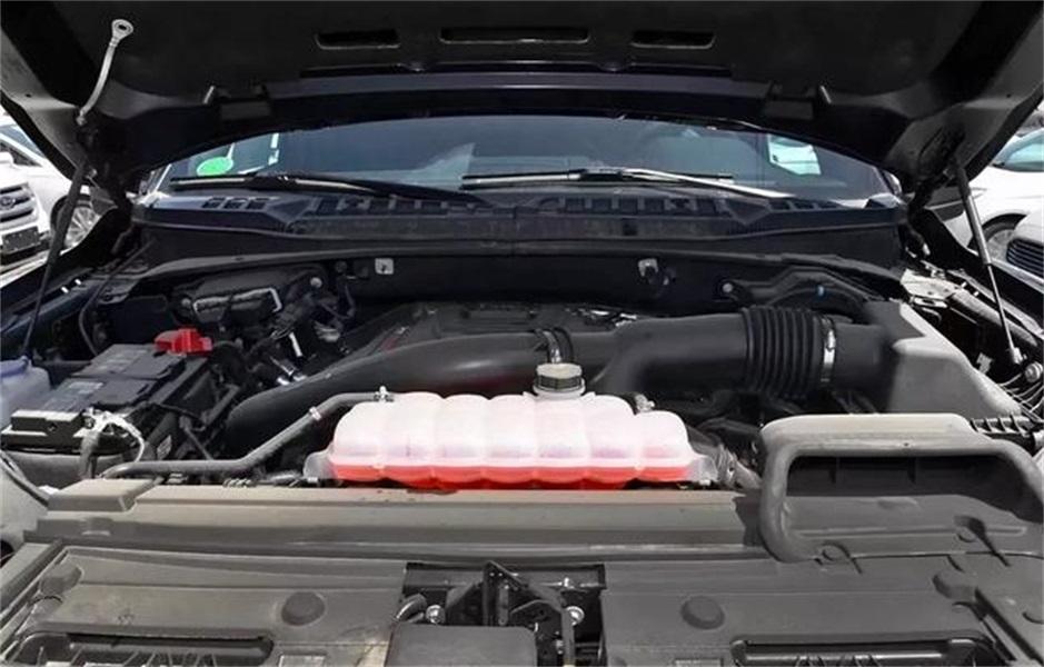 这款车长达6米长,能拉货能越野,10AT变速箱,价格和途乐差不多