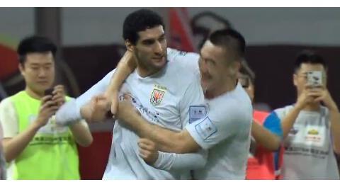 GIF:莫伊塞斯任意球助费莱尼破门,上港0-1鲁能