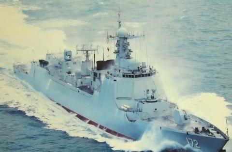 """中国海军还在""""下饺子""""?002航母出海后,052D驱逐舰又下水一艘"""