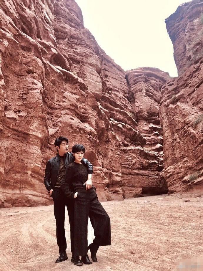 陆毅鲍蕾甜蜜写真曝光 结婚十三年仍如初恋