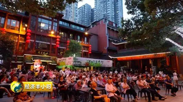 深夜,长沙人在吃宵夜!上海人在健身!北京人再读书!你的城市呢?