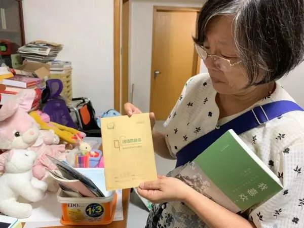 人间有爱!8岁患癌女孩遭父弃疗,却被68岁陌生奶奶宠成了亲孙女