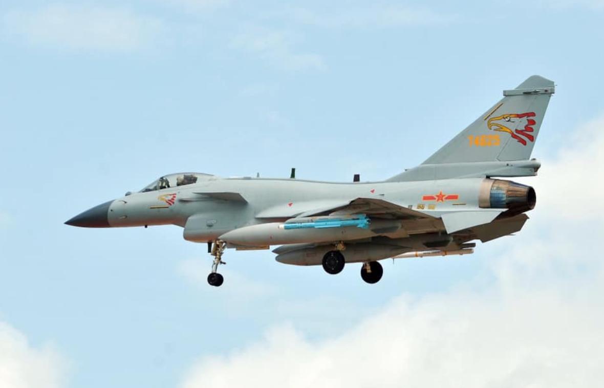 我歼10C战机空警500预警机飞抵泰国参加联合军演