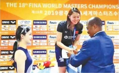 这位地大乒乓球教师是世界游泳冠军