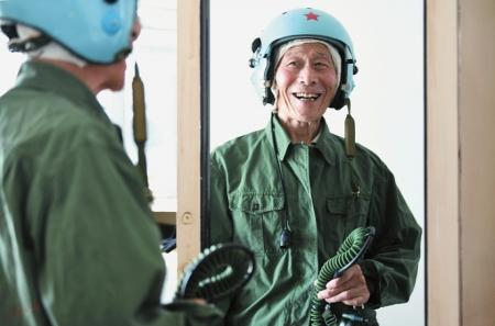 老飞行员追忆遨游蓝天的岁月