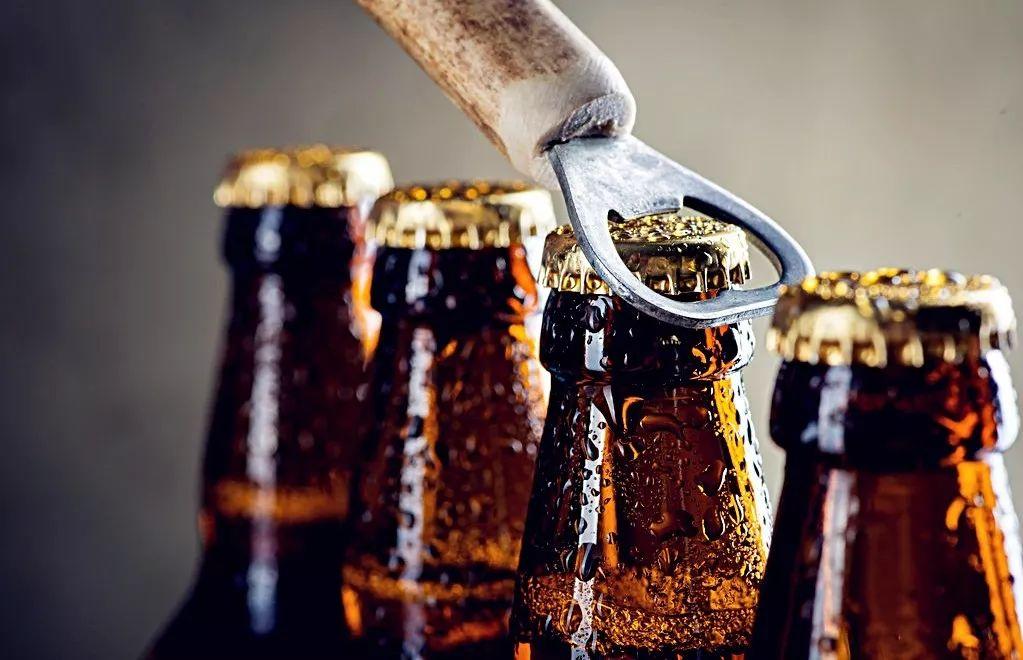 啤酒行业投资框架:行业跟踪酒价 公司跟踪产能利用率