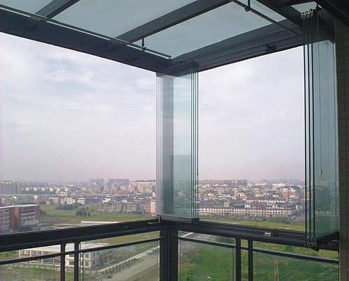 封阳台万万不要用传统玻璃窗,聪明人用这种代替,后悔知道晚了