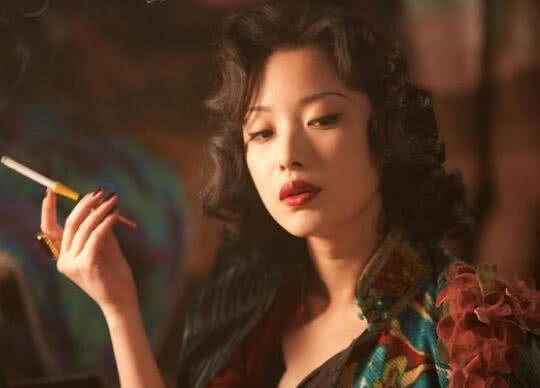 女星抽烟姿势:刘亦菲舒淇倪妮张柏芝汤唯周迅刘涛,谁最迷人?