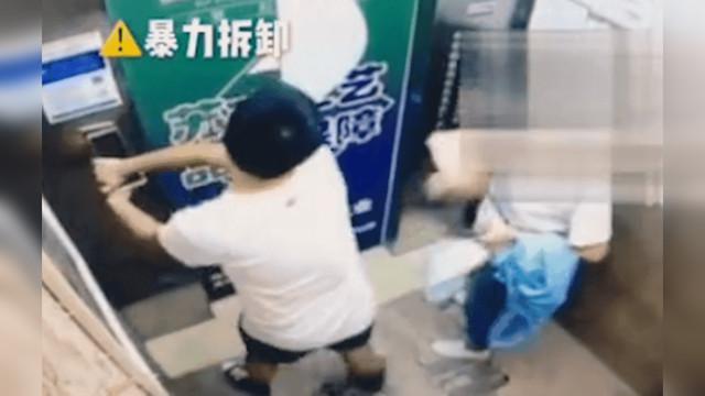 23岁男子扯下电梯指纹锁高楼抛下 其母:他还是孩子