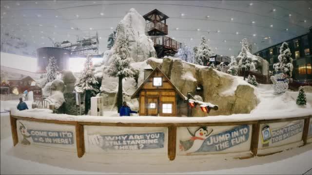 旅行密探vlog:迪拜也能滑雪啦!密探揭秘最大的室内滑雪场 ()