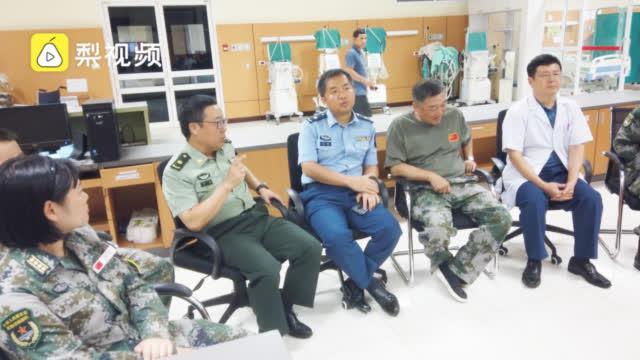 中国旅行团老挝发生严重车祸,中国军医会诊,派飞机转运重伤者