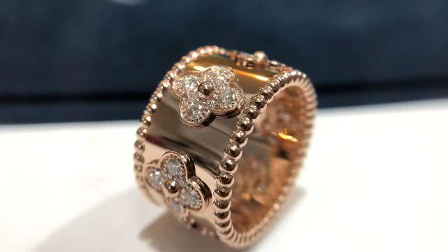 情感测试:选择一款你最想戴上的戒指,测谁在你的身边一直守护你