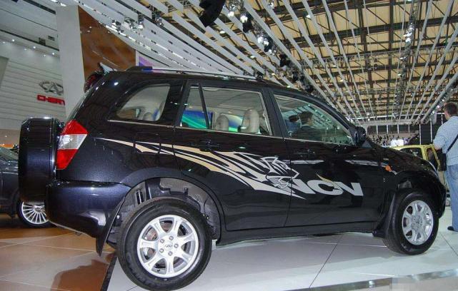 全新瑞虎3实车到店,前脸调整还配四轮独悬,换装1.5L动力