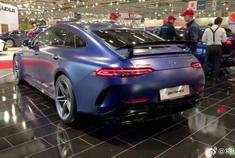 视频:2019款奔驰GT63s亮相,看完外观内饰,谁还要烂大街的保时捷!