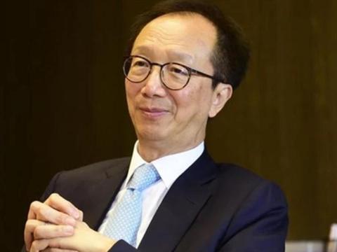 """香港""""财神爷""""拒绝移民美国,自愿降薪服务香港,却引起轩然大波"""