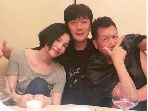 王菲50岁生日喝醉了?醉醺醺的靠在男子肩膀上,不怕谢霆锋吃醋