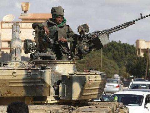 """号称陆战之王的坦克总要带上高射机枪""""壮胆""""为什么要这么做?"""