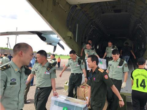 中国游客在老挝遇险 解放军第一时间赴现场救援