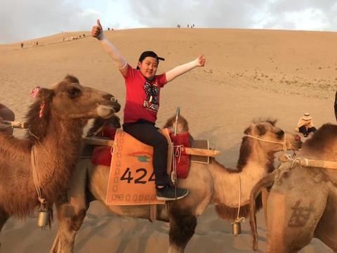 甘肃省的这片沙漠戈壁,是多少历史名人向往的圣地,每年游客如云