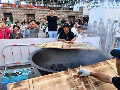 浙江舟山:第四届嵊泗枸杞贻贝节开幕,大锅烹制贻贝宴吸引游客