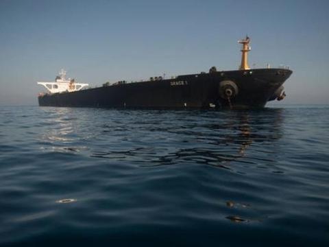 伊朗超级油轮被美禁止靠岸,只能龟速缓慢航行,燃油耗尽将成死船