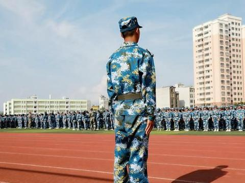 罗平三中把校规校纪教育融入新生军训