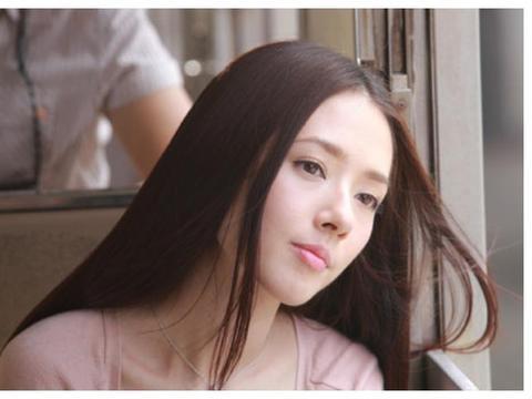 郭碧婷学生时期照片曝光,看到齐刘海白衬衫,网友:初恋的感觉!