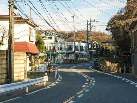 来日本旅游的游客,他们不设垃圾桶不得劲,有个地方可以扔垃圾