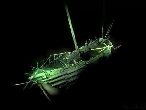 """考古学家发现500年前""""幽灵船"""",船身不腐不朽,武器在战斗状态"""