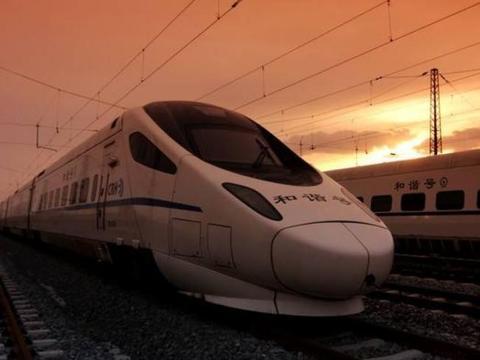 为何中国高铁年年亏损还在建?美国有钱却不建,看完终于明白了