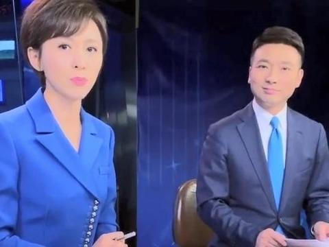 新闻联播主持人康辉晒手中稿子,直呼联播片头曲太吓人