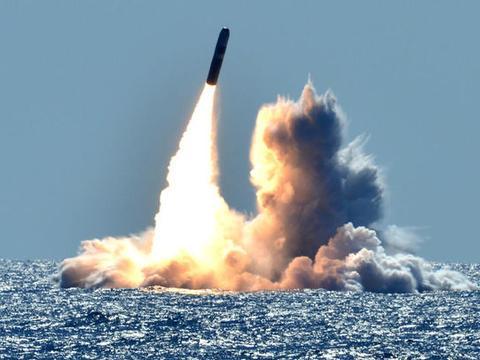 美国本土传来巨响!一枚导弹飞行超过500公里,目标点被夷为平地
