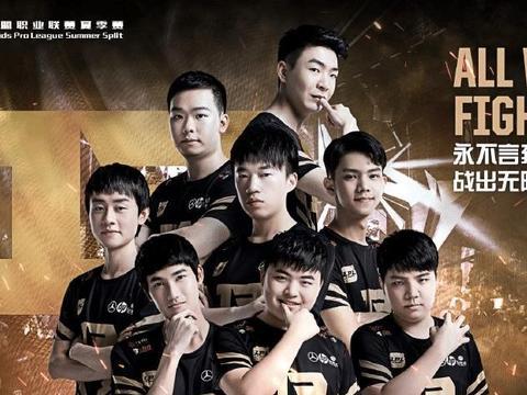 RNG公布选手定妆照,差点被karsa帅哭,网友:男团出道?