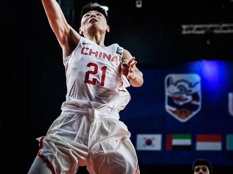狂砍45分!浙江男篮小将压制美国顶级高中生,他是中国锋线希望
