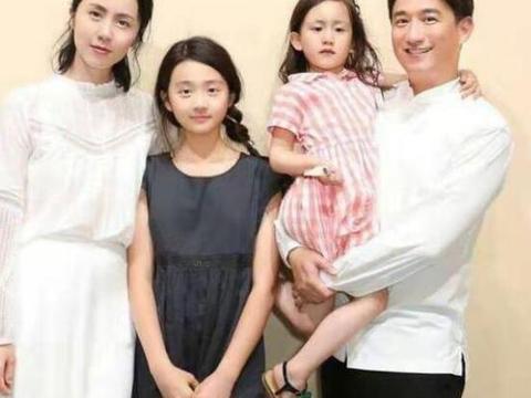 戏里戏外小欢喜,黄磊二女儿画画天赋展现表情可爱无限极