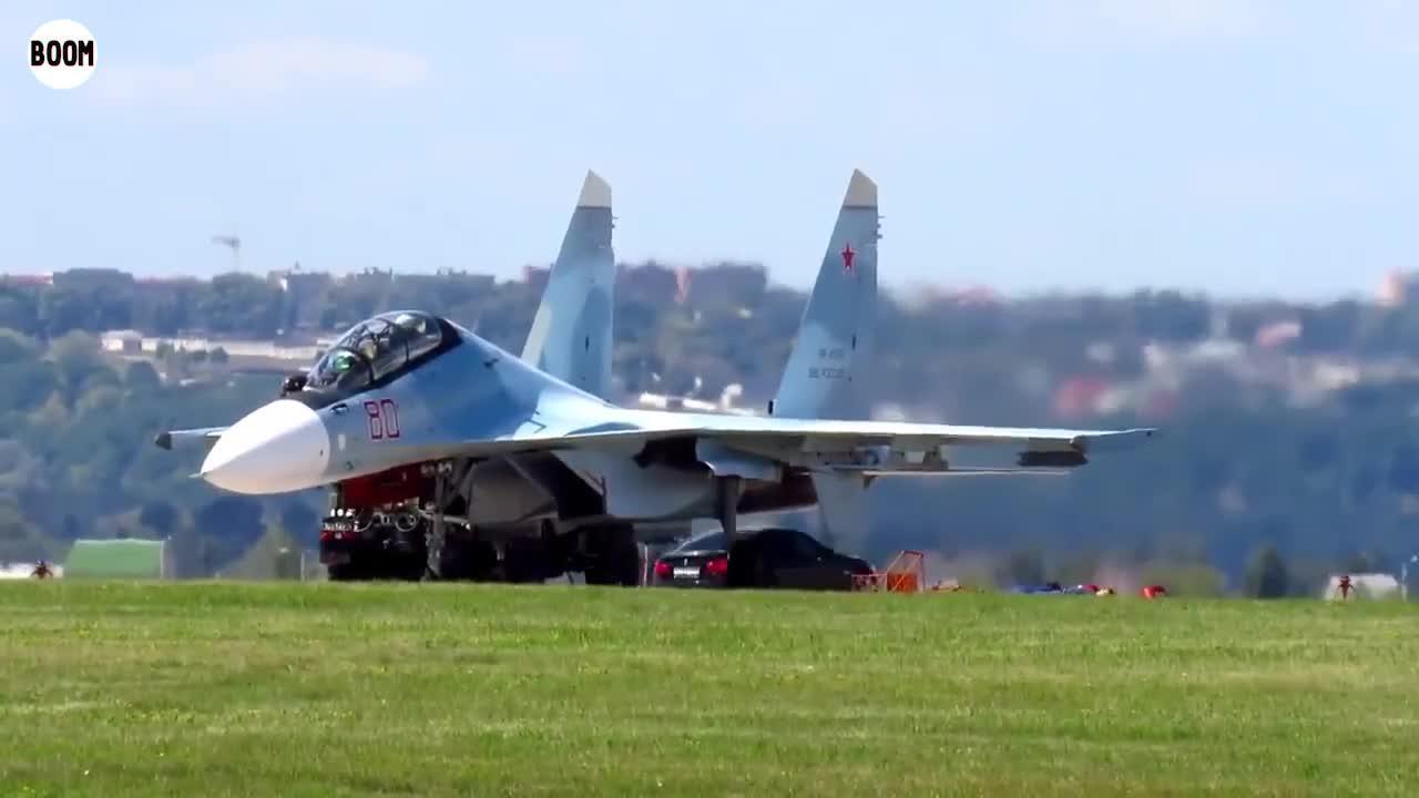 俄战机反劫持演练 能劫走苏30SM的人应该不多