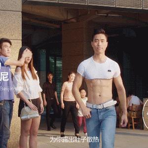 北京比基尼风靡全球,还登上了时装周,雪碧公司卖比基尼避暑套餐