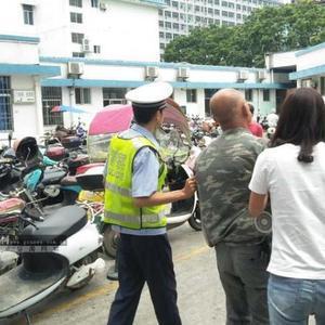 9分钟!警车开路 玉林交警将伤者紧急送到医院救治