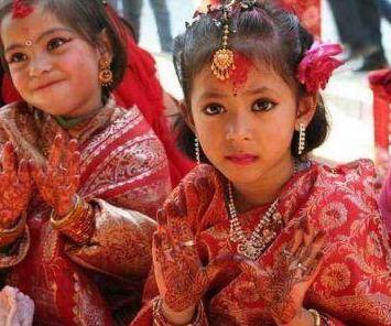 这个民族没有寡妇,因为所有女童7至9岁就要和一个果子结婚!