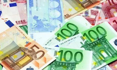 面对各国货币汇率波动与变化,持有大量资金的人该如何防止贬值