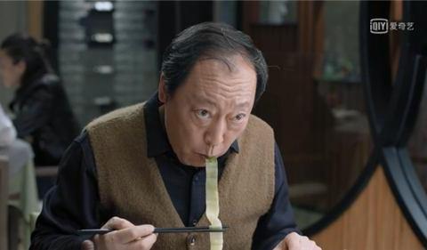 吃面条成了真演员的通行证,假演员的照妖镜,网友:吃的太假了