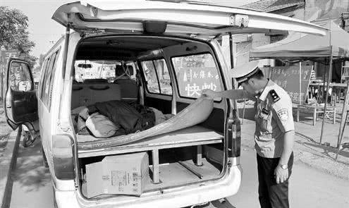 90后小伙把通用五菱改成房车,问其原因,交警:没法子