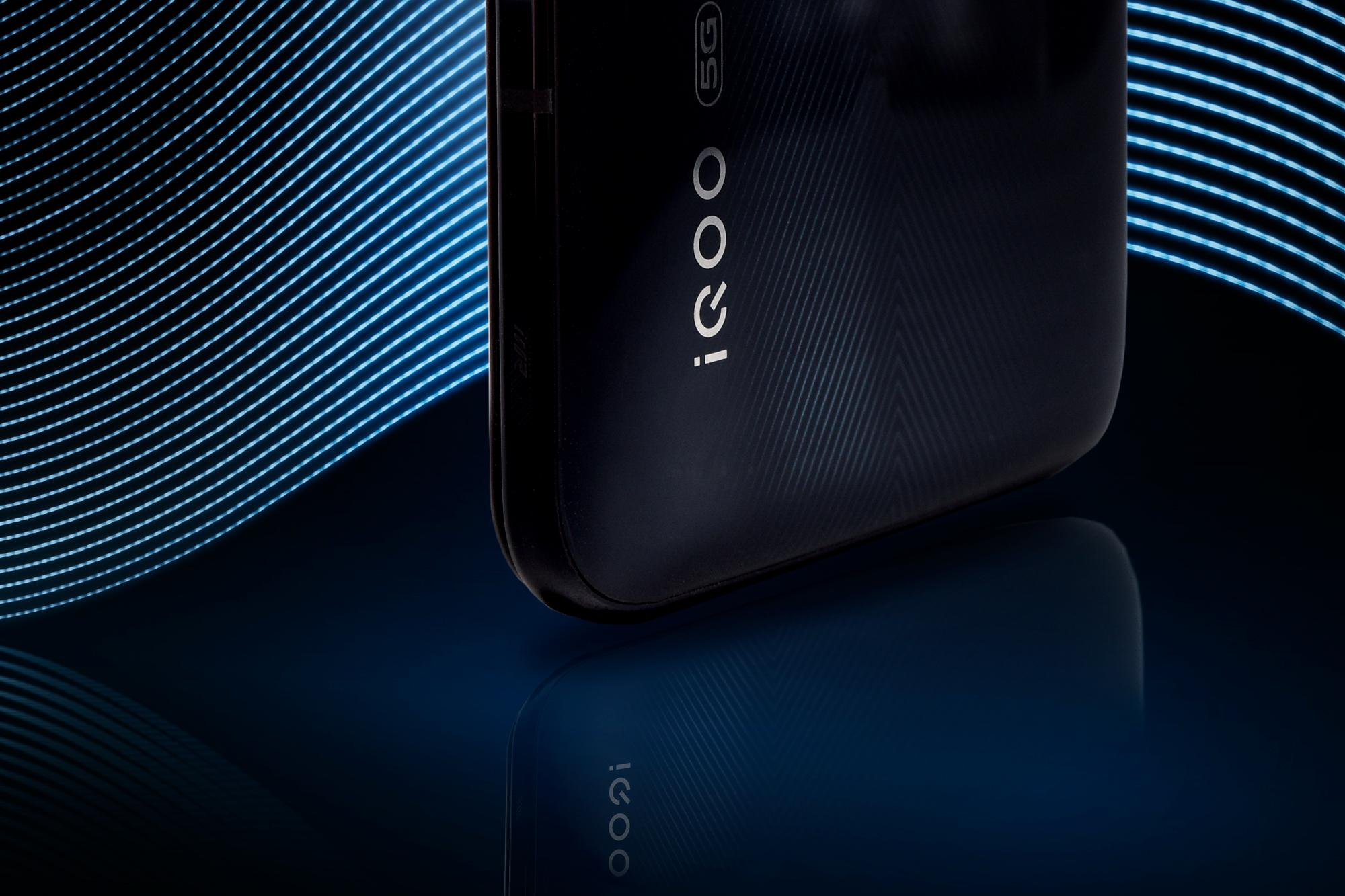 iQOO Pro 5G版图赏:来看看跑分50万的5G手机长啥样